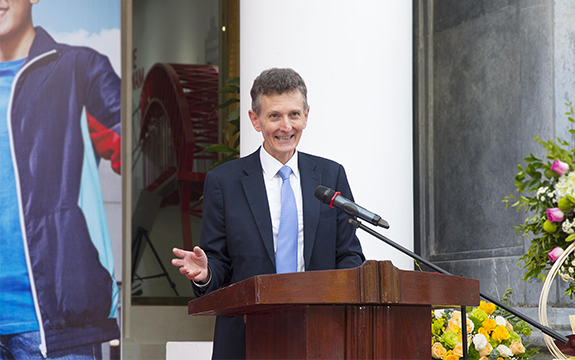 Swinburne Vice President Duncan Bentley speaks at a lectern at the opening of the Swinburne Vietnam location