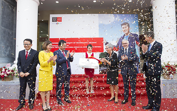 Government dignitaries from Australia and Vietnam took part in the official opening of Swinburne Vietnam