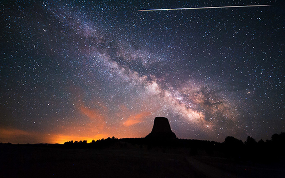 A stunning morning Eta Aquarids meteor shower above Devil's Tower. Image credit: David Kingham/flickr, CC BY-NC-ND