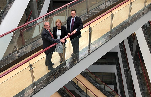 Victoria's Commissioner to China, Tim Dillon, Swinburne Vice-Chancellor Professor Linda Kristjanson and Australia's Senior Trade Commissioner for North China, Dan Tebbutt on a tour of Swinburne facilities in Weihai.