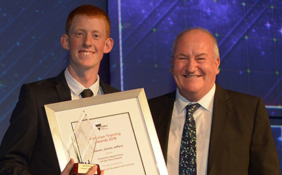 Steve Herbert MP presents Steven Jeffery with 2016 Victorian Apprentice of the Year award