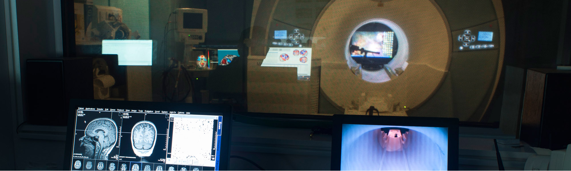 A researcher using Swinburne's neuroimaging facility.