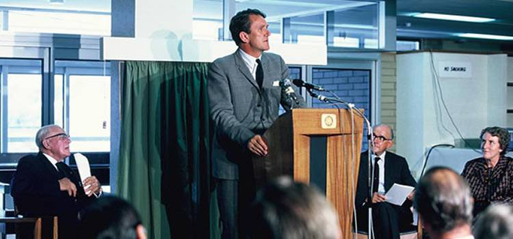 Photo of the Hon. Malcolm Fraser at the opening of Swinburne Library in 1972