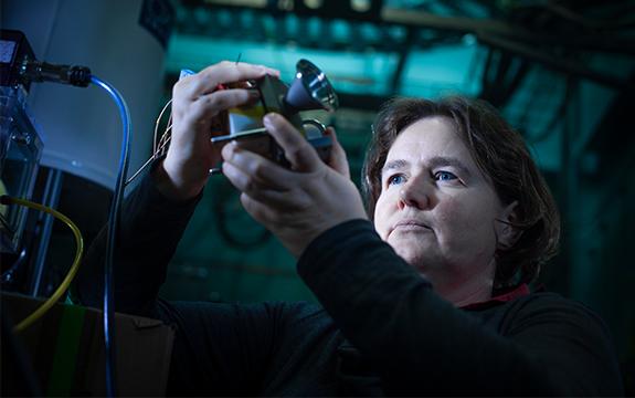 Rosalie Hocking in lab