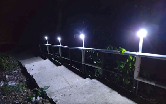 Swinburne researchers in Sarawak installed solar lights to guide the way in Kampung Salak.