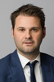 Corporate headshot of Swinburne Professional consultant, Peter Firth.