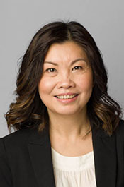 Corporate headshot of Swinburne Professional consultant, Sarah Ho.