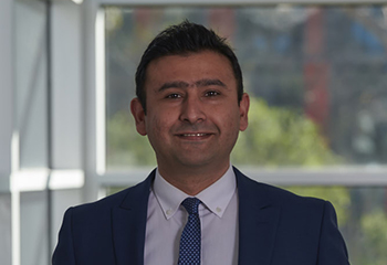 Head and shoulders image of Dr Hani Ghaderi