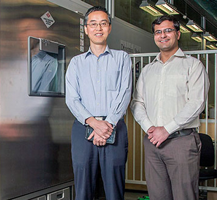 Shashank Arora (right) with his PhD co-supervisor Associate Professor Weixiang Shen
